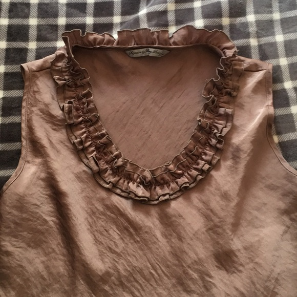 Signature by Larry Levine Tops - Tan sleeveless blouse with ruffled neckline
